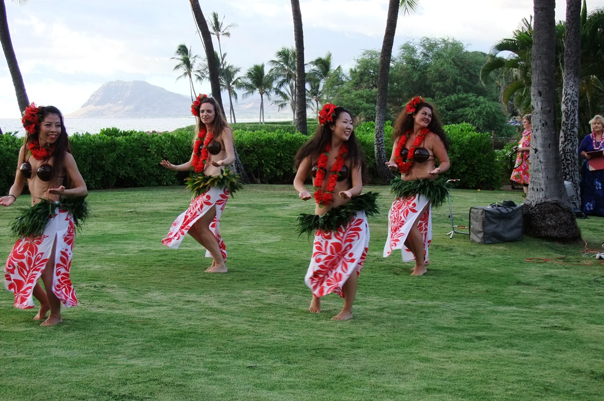 A Hula Hula welcome for the 2014 MEHSA Reunion.